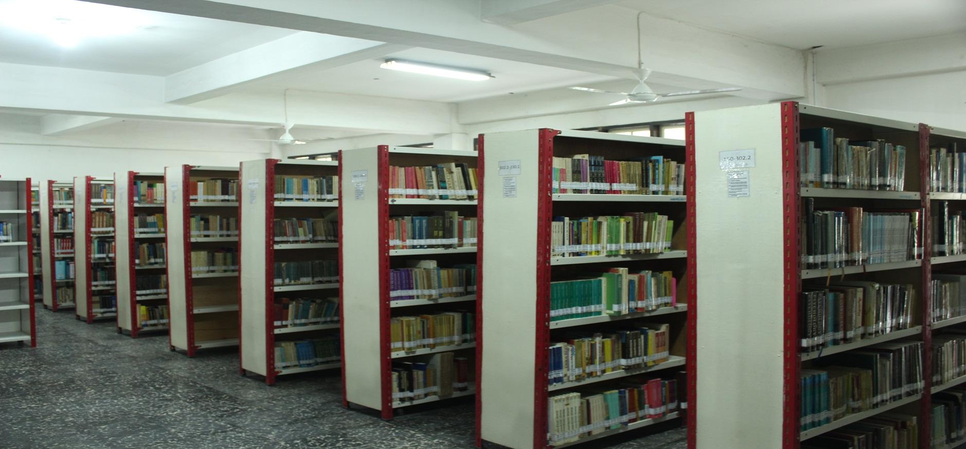 Ruang Koleksi Perpustakaan UMA