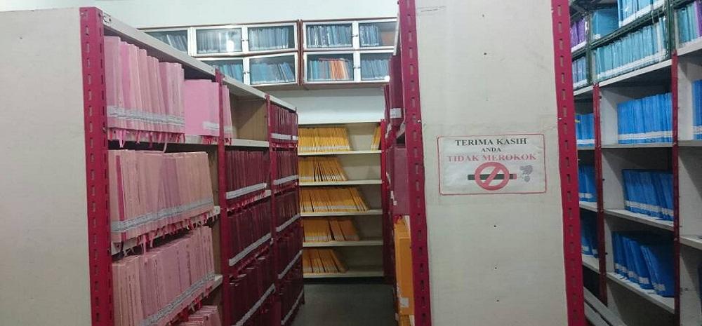 ruang penyimpanan koleksi skripsi perpustakaan uma