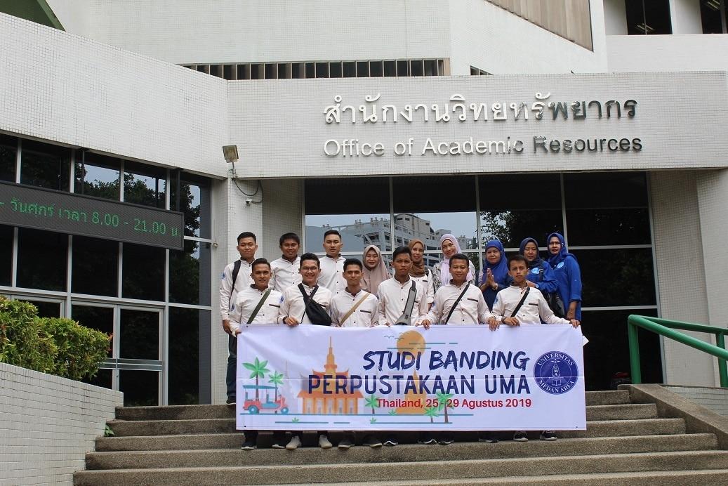 Foto bersama Director Library Chulalongkorn